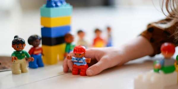person-playing-mini-fig-1660662